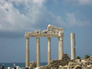 12294  300x225 hram appolona 13 Храм Апполона