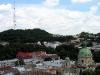 Городская ратуша Львов. Вид на телебашню и Доминиканский костел