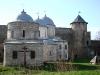 Ивангородская крепость. Никольская церковь, 1498 год (слева-направо), Успенский собор, 1507-1509 гг и Воротная башня
